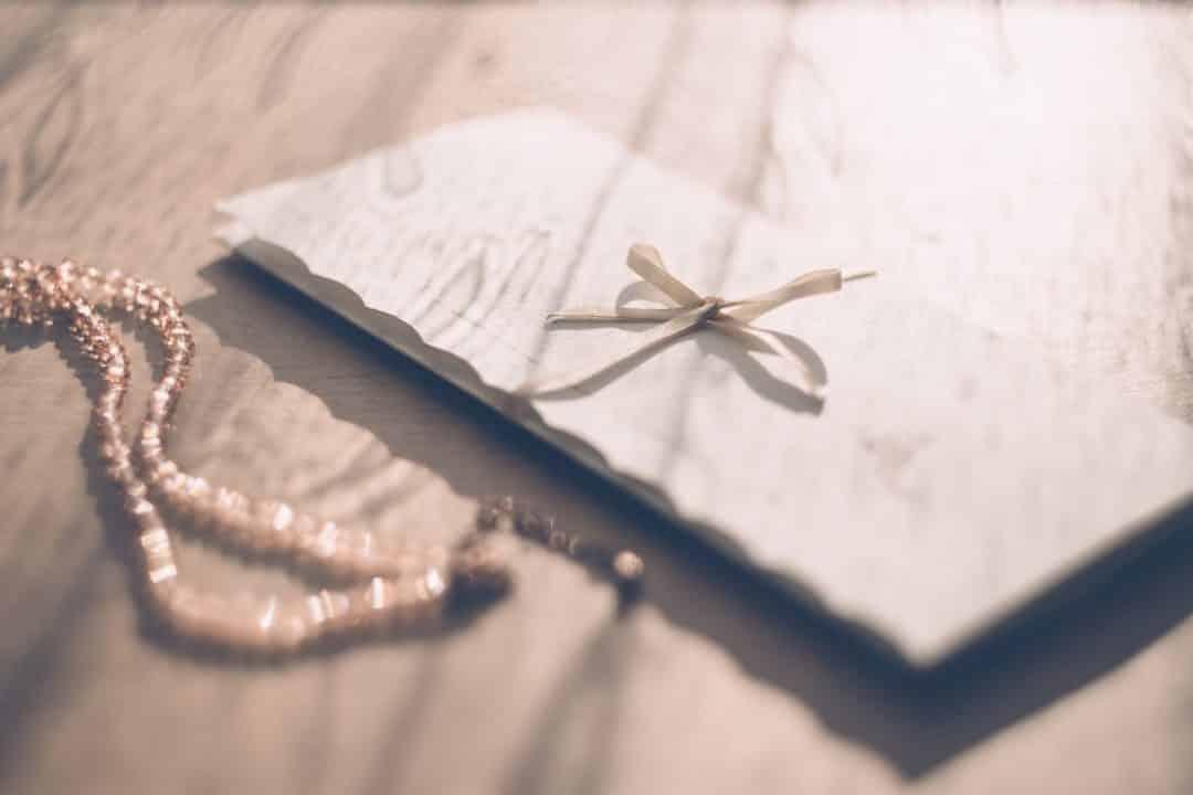 Carta con cinta rosa