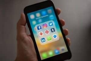 Cómo llamar la atención de un chico en redes sociales con éxito