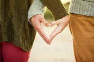 Si llevan poco tiempo de relación, anímate a seducirlo mucho más