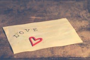Cómo hacer una carta de amor para mi amado