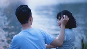 Cómo saber si le interesas a un chico
