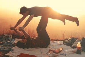 Pasar tiempo juntos al aire libre genera más unión