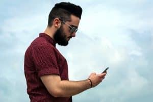 Está mucho más reservado con su celular