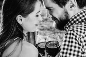 Cena romántica, una de las ideas de regalos para hombres