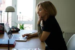 Cómo saber si mi ex quiere volver conmigo: Mirar las Redes sociales