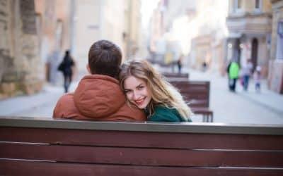 Cómo enamorar a un hombre introvertido paso a paso [2019]